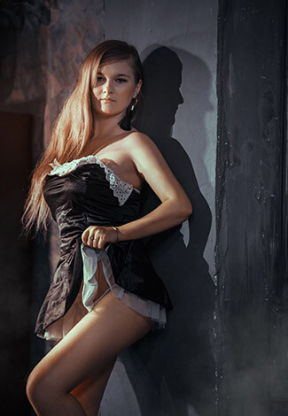 Ankara VIP escort bayan Lyuba is dressed as a sexy maid in black-and-white attire