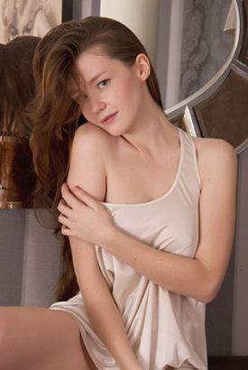 Rus eskort Kayseri pussy giver with thin-cloth nightgown is having a cozy look